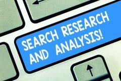 Handwriting teksta rewizji analiza I badanie Pojęcia znaczenia dochodzenia dane informacji analityka Klawiaturowy klucz zdjęcia royalty free