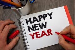 Handwriting teksta Szczęśliwy nowy rok Pojęcia znaczenia gratulacj Wesoło Xmas everyone zaczynać Stycznia Notepad pióra informacj zdjęcia stock