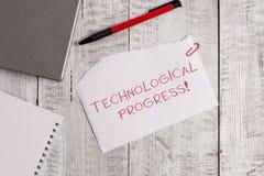 Handwriting teksta Technologiczny post?p Pojęcia znaczenia kombinezonu proces wymyślenie innowacji dyfundowanie Drzejący papier obraz stock