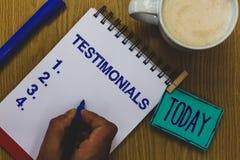 Handwriting teksta Testimonials Pojęcia znaczenia klientów poparcia oświadczenia formalny doświadczenie someone kubek kawy papier zdjęcia royalty free