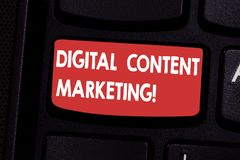 Handwriting teksta treści cyfrowe marketing Pojęcia znaczenie zakłóca zawartość celująca widowni online klawiatura fotografia stock