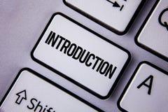 Handwriting teksta wprowadzenie Pojęcia znaczenia Pierwszy część dokument Formalna prezentacja widownia pisać na Białym Ke fotografia stock
