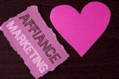 Handwriting teksta writing Affiance marketing Pojęcia znaczenie łączy dwa lub więcej firmy w to samo odpowiada wspólnego cel pisa Zdjęcia Royalty Free