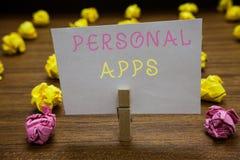 Handwriting teksta writing ogłoszenie towarzyskie Apps Pojęcia znaczenia organizatora Online kalendarza dane Clothespin mienia In obraz royalty free