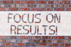 Handwriting teksta writing ostrość Na rezultatach Pojęcia znaczenia klucza celów strategia dosięgać cel i zapewniać skuteczność zdjęcie stock