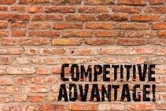 Handwriting teksta writing przewaga konkurencyjna Pojęcia znaczenie posiada ilość która gwarantuje ciebie prowadzi w polu zdjęcia stock