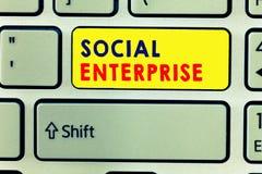 Handwriting teksta writing socjalny przedsięwzięcie Pojęcia znaczenia biznes który robi pieniądze w społecznie odpowiedzialnym sp zdjęcia royalty free