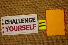 Handwriting teksta writing wyzwanie Yourself Pojęcia zaufania ośmielenia ulepszenia Silnego wyzwania znaczenie Pokonujący Jutowy  zdjęcia royalty free