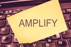 Handwriting teksta writing Wzmacnia Pojęcia znaczenie Robi coś dużemu głośnemu wzrostowi tomowy używa amplifikator zdjęcia stock