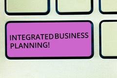 Handwriting teksta Zintegrowany Biznesowy planowanie Pojęcia znaczenia pomniejszania ryzyko i maksymalizować zysku Klawiaturowego zdjęcia royalty free