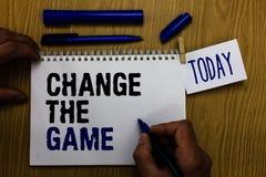 Handwriting teksta zmiana The Game Pojęcia znaczenie Robi ruchu robić coś różny nowy strategia mężczyzna mienia markiera noteboo fotografia stock