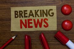 Handwriting text writing Breaking News. Concept meaning Special Report Announcement Happening Current Issue Flashnews Paperboard m royalty free stock image