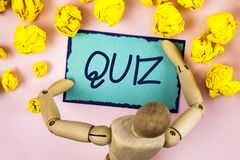 Handwriting text writing Quiz. Concept meaning Short Tests Evaluation Examination to quantify your knowledge written on Sticky not. Handwriting text writing Quiz Stock Photos