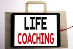 Handwriting zawiadomienia tekst pokazuje życia trenowanie Biznesowy pojęcie dla ogłoszenie towarzyskie trenera pomocy Pisać na to zdjęcie royalty free