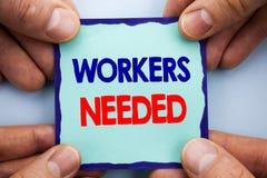 Handwriting zawiadomienia tekst pokazuje pracowników Potrzebujących Biznesowa fotografia pokazuje rewizję Dla kariera zasobów pra Obraz Stock