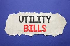 Handwriting zawiadomienia tekst pokazuje rachunek za usługę komunalną Biznesowy pojęcie dla pieniądze Bill zapłaty Pisać na nutow obrazy stock