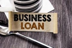 Handwriting zawiadomienia teksta seansu Biznesowa pożyczka Biznesowy pojęcie dla Pożyczać finanse kredyt pisać na kleistym nutowy obraz stock