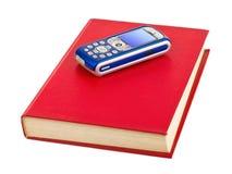 Handy auf Buch Lizenzfreies Stockbild