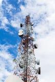 Handy-Basisstation im blauen Himmel Lizenzfreies Stockfoto