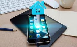 Handy mit Immobilienanwendung Lizenzfreies Stockbild