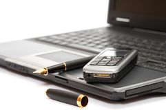 Handy und Füllfederhalter stockfotos