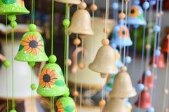 Handycrafts de cerámica en las tiendas a lo largo de la carretera principal de San Juan Oriente en las montañas entre Granada y M Fotos de archivo libres de regalías