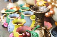 Handycrafts de cerámica en las tiendas a lo largo de la carretera principal de San Juan Oriente en las montañas entre Granada y M Fotografía de archivo libre de regalías