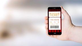Handykino etikettiert das Einkaufen auf der Hand der userÂs lizenzfreies stockbild