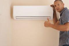 Handyman και κλιματισμός στοκ εικόνες