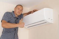 Handyman και κλιματισμός στοκ φωτογραφία