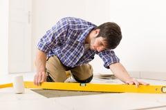 handyman κεραμίδι επιπέδων βασι&kapp Στοκ Εικόνες
