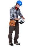 Handyman με ένα κυκλικό πριόνι στοκ φωτογραφίες με δικαίωμα ελεύθερης χρήσης