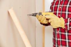 Handyman με τη μηχανή διατρήσεων Στοκ Εικόνες