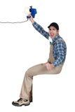 Handyman που κρατά έναν ομιλητή στοκ φωτογραφίες με δικαίωμα ελεύθερης χρήσης