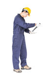 Handyman σε ομοιόμορφο με το σφυρί του Στοκ Φωτογραφία