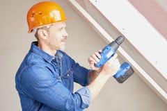 Handyman χρησιμοποιώντας το τρυπάνι στοκ φωτογραφία με δικαίωμα ελεύθερης χρήσης