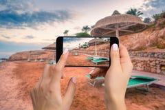 Handyphotographie einer breiten Ansicht des Strandes horizontal Stockbild