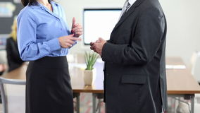 Handzeichen von Geschäftsleuten Unterhaltung stock video