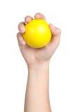 Handzeichenlagegriffgelb-Ballgelb lokalisiert Stockfotos