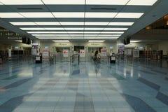 Haneda-Flughafen-internationale Fluggastterminal-Abfahrt-Lobby-Abfahrt-Immigration stockbild