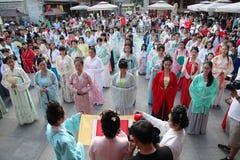 Hanfu chino del desgaste de mujeres Imagenes de archivo