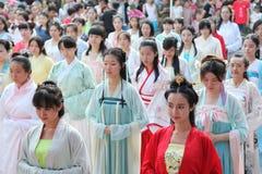 Hanfu chino del desgaste de mujeres Imágenes de archivo libres de regalías