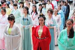 Hanfu die Abnutzung der Chinesinnen Stockfotos
