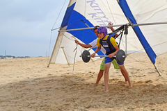 Hang glide student prepares for takeoff on sand dunes in North C Stock Photo