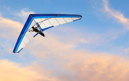 Hang Glider. Fling over the ocean at sunset Royalty Free Stock Photos