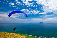 Free Hang Glider In Sky Over Blue Sea Royalty Free Stock Photo - 14706405