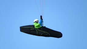 Hang glider in mid-air Royalty Free Stock Photos