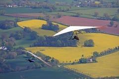 Hang Gliders-het vliegen stock afbeeldingen