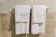 Hang omhoog voor handdoeken in de badkamers royalty-vrije stock fotografie