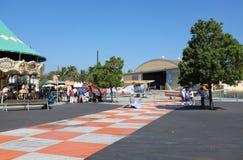 Hangaar en Carousle tijdens Irvine Global Village Royalty-vrije Stock Foto's